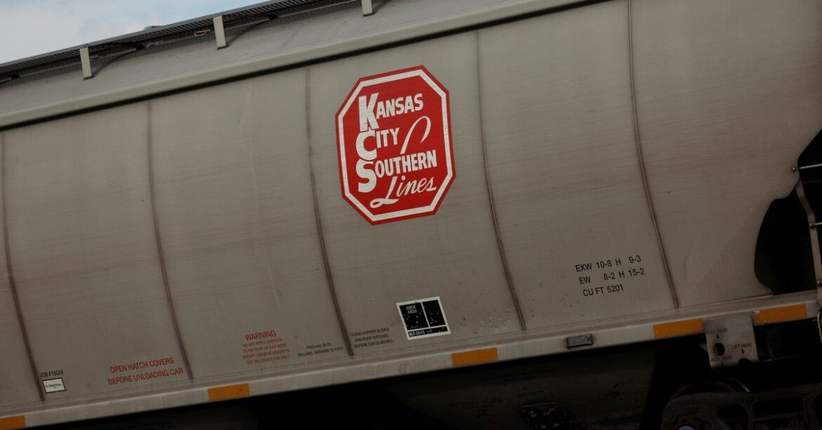 Canadian National challenges Canadian Pacific with $33.7 bln Kansas City bid